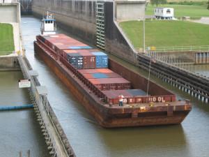 2000+First+Container+Barge+through+Port+Allen+Locks