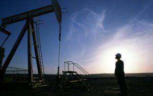 reuters-petroleo-hombre-640x400